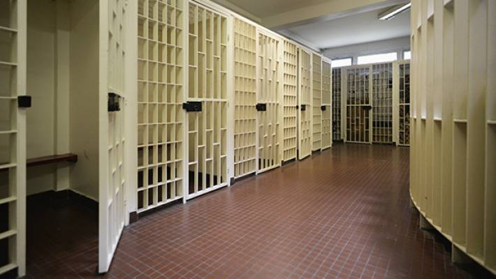 suicide la prison de bois d 39 arcy evasion. Black Bedroom Furniture Sets. Home Design Ideas
